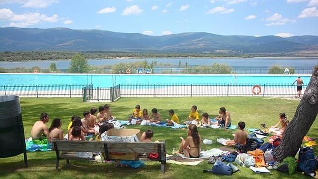 Public swimming pools in madrid the cheap in madrid blog for Piscina de buitrago de lozoya 2017